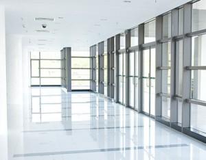 Flurfläche mit Außenwandglasfronten